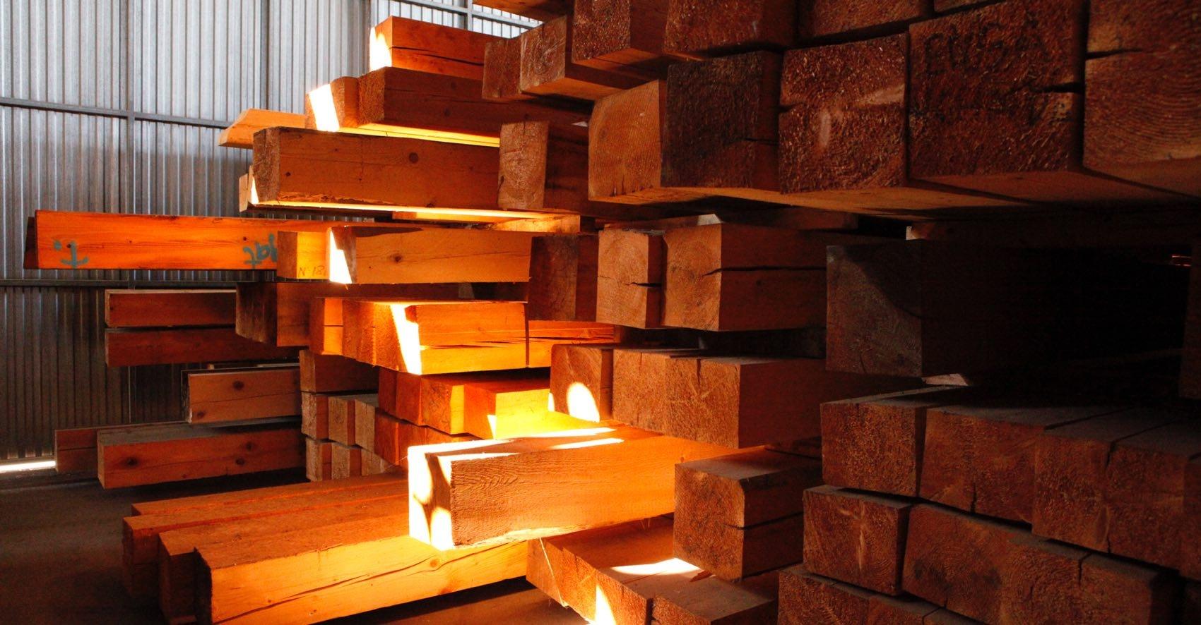 En todas las maderas, tanto en tablones como en vigas, le ofrecemos estos servicios
